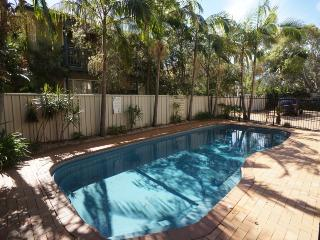 Gorgeous 3 bedroom House in Hawks Nest with Shared Outdoor Pool - Hawks Nest vacation rentals