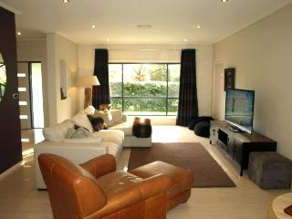 Comfortable 3 bedroom House in Hawks Nest with Washing Machine - Hawks Nest vacation rentals