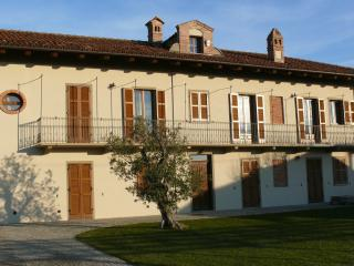 Nice House with Internet Access and A/C - La Morra vacation rentals