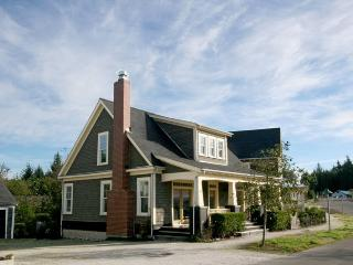 Cozy House with Internet Access and DVD Player - Pacific Beach vacation rentals
