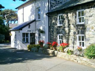 Perfect 3 bedroom Cottage in Llwyngwril with Internet Access - Llwyngwril vacation rentals