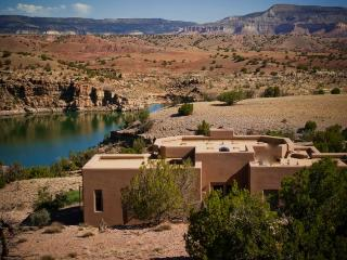 Abiquiu Lakefront Luxury Home. Private Gated Peaceful 22 Ac. Hottub-WIFI-Views! - Abiquiu vacation rentals