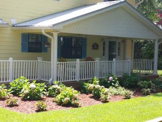 Charming House with A/C and Satellite Or Cable TV - Bell vacation rentals