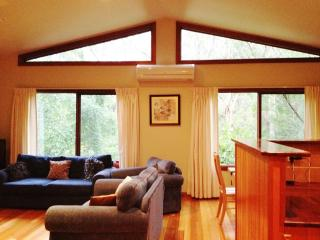Three bedroom luxury home in Leura, ... Sleeps 8 - Blue Mountains vacation rentals