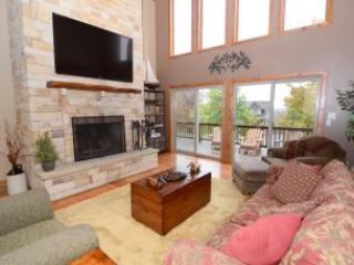 Nice 5 bedroom McHenry House with Hot Tub - McHenry vacation rentals