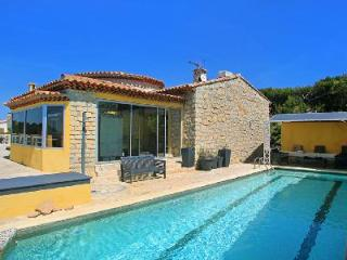 Beachfront Villa Mandrier with Sea View Terrace, Pool & Hot Tub - 5 min to Town - Cote d'Azur- French Riviera vacation rentals