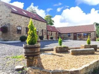 THE GRANARY COTTAGE, pet-friendly cottage with patio, flexible accommodation, Saltburn Ref 7402 - Brotton vacation rentals