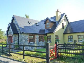 GREANEYS GATES, converted railway cottage, en-suites, open fire, walks and cycle routes from doorstep, near Newcastle West, Ref  - Newcastle West vacation rentals