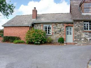 CWTCH COTTAGE AT SPRINGFIELD, stone stable conversion, ground floor, woodburner, pet-friendly, near Narberth, Ref 916898 - Rosebush vacation rentals