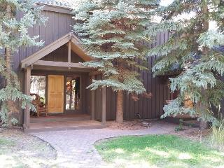 Multiple Family Sunriver Home with Hot Tub and Great Kitchen Near the Village - Sunriver vacation rentals