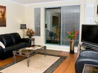 Deluxe 2 beds/2 baths / laundry central location - North Vancouver vacation rentals