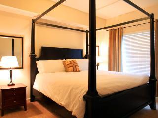 Top floor upscale 2BD/2BA condo along Columbia Riv - Portland vacation rentals