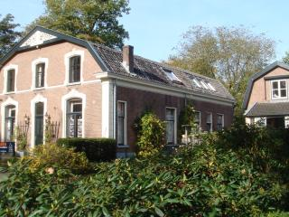 Bright 2 bedroom Manor house in Doorn with Internet Access - Doorn vacation rentals