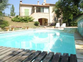 Villa en Drôme Provençale, piscine chauffée et SPA - Buis-les-Baronnies vacation rentals