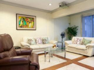Living room - MAKATI TOWNHOUSE WITH CAR AND DRIVER - Makati - rentals