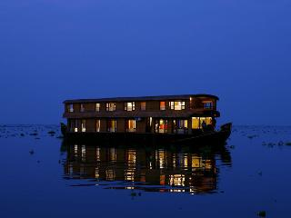 GRAND NRVANA JACUZZI  LUXURY PREMIUM HOUSE BOAT - Alappuzha vacation rentals