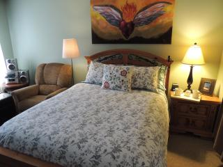 2 bedroom - Near Disneyland & CC - FREE WiFi - Anaheim vacation rentals