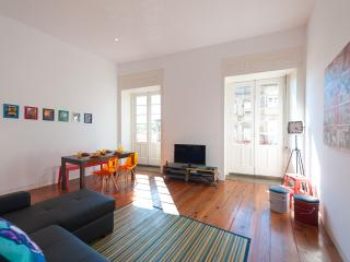 2BR Flat + Balcony @ UNESCO area! - Porto vacation rentals
