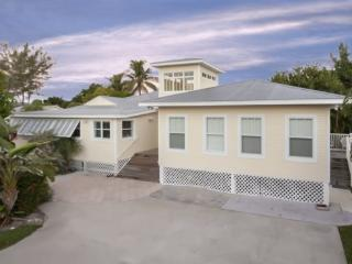 Fantastic, newly renovated 6 Bedroom Vacation Home with Huge Private Pool -  Sun Villa - Fort Myers Beach vacation rentals