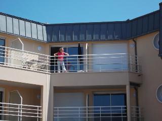 Cozy Condo in Granville with Dishwasher, sleeps 4 - Granville vacation rentals