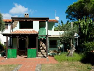 2 bedroom Apartment with Television in Posada - Posada vacation rentals