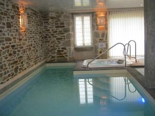 Bright 2 bedroom Gite in Marcoles with Internet Access - Marcoles vacation rentals