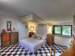 Bedroom Giuditta e Ginevra, Tuscany Villa Bagnoro - Arezzo vacation rentals