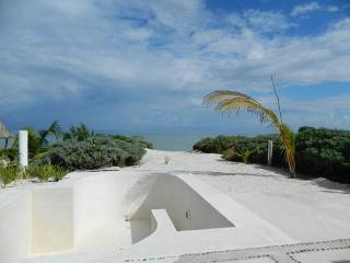 House ds. Lovely waterfront home with pool   Casa ds. preciosa casa frente al mar con piscina - Merida vacation rentals