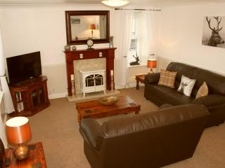 Bright 2 bedroom Ilkley Apartment with Internet Access - Ilkley vacation rentals