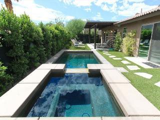 'Cove Hideaway' Modern Decor, Pool & Spa, Fire Pit - La Quinta vacation rentals