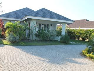 3 bedroom Villa with Internet Access in Ocho Rios - Ocho Rios vacation rentals