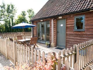 Nice 2 bedroom Lacock Cottage with Internet Access - Lacock vacation rentals