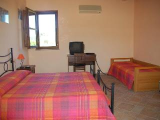 B&B Nuraximannu Camera tripla - Santadi vacation rentals