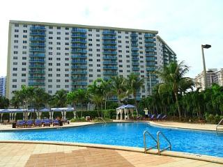 Beautiful Family Friendly Beach Apt. Pool, Shopps - Sunny Isles Beach vacation rentals