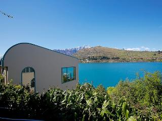Comfortable 4 bedroom Queenstown Apartment with Television - Queenstown vacation rentals