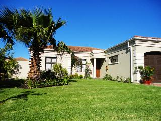 Villa with pool near sea, vineyards & golf courses - Somerset West vacation rentals