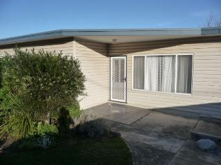 EASTERN BEACH COTTAGE - Lakes Entrance vacation rentals