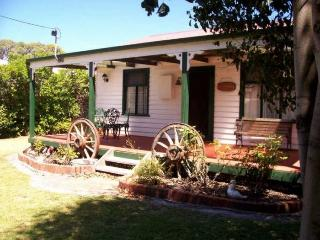 MARKEISH COTTAGE - Lakes Entrance vacation rentals