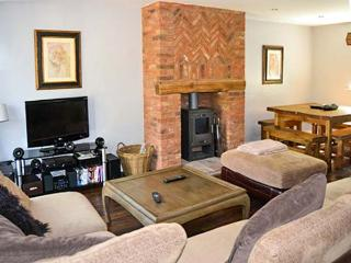 BUNBURY, family friendly, luxury holiday cottage, with a garden in Farley Near Alton Towers, Ref 4301 - Farley vacation rentals