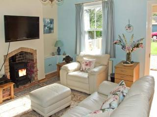 LITTLE NOO, charming terraced cottage, gardens, close to amenities, near Gloucester, Ref 917153 - Upton Saint Leonards vacation rentals