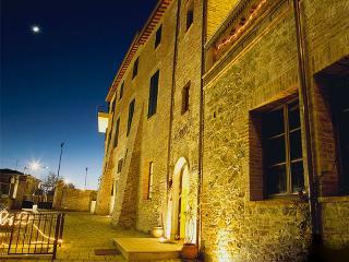 Adorable 9 bedroom B&B in Torrita di Siena with Internet Access - Torrita di Siena vacation rentals