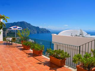 Perfect 2 bedroom Apartment in Amalfi with Internet Access - Amalfi vacation rentals