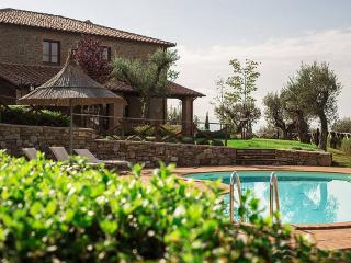 Tramonti, ravishing lakefront Villa nestled among the tuscan hills. - Umbria vacation rentals
