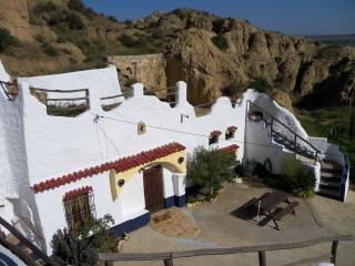"""Maison troglodyte insolite """"Barranco del Armero"""" - Guadix vacation rentals"""