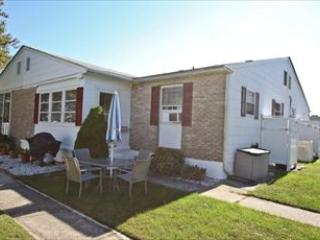 1321-D Illinois Avenue 93620 - Image 1 - Cape May - rentals