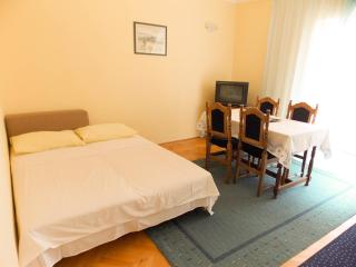 Homey and clean apartment Toti 1 for 4 persons in the center of Novalja - Novalja vacation rentals