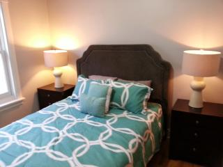 Large 3BR/2BA Condo in Chicago's Lincoln Square - Chicago vacation rentals