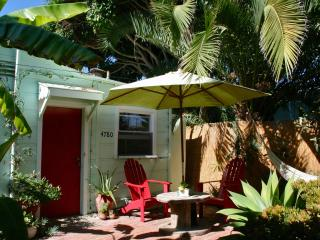 Soulful Studio 2 Blks to Pacific Beach - Pacific Beach vacation rentals