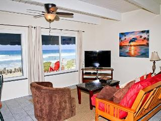 Lovely beach condo with full kitchen, bbq, semi-private beach area P5161-1 - Oceanside vacation rentals