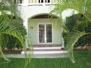 Perfect for Families: Quiet w/ Pool *Oct SPECIALS* - West End vacation rentals